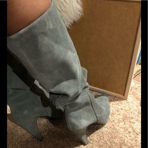 GORGEOUS GREY SUEDE LEATHER TALL HEELED BOOTS
